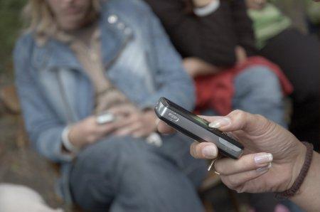 mobile-communications-1242649-1599x1058